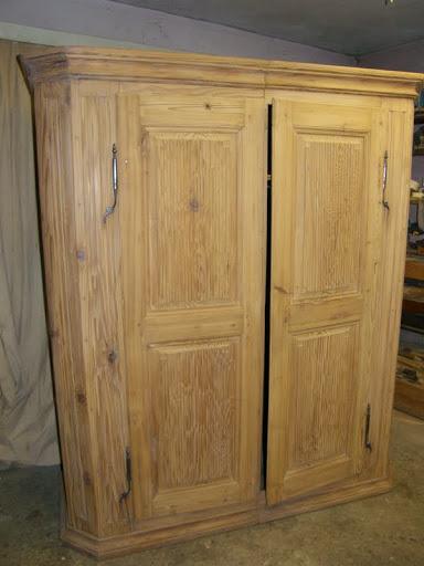 Faire d corer un buffet ancien arles finitions de provence for Decapage meuble